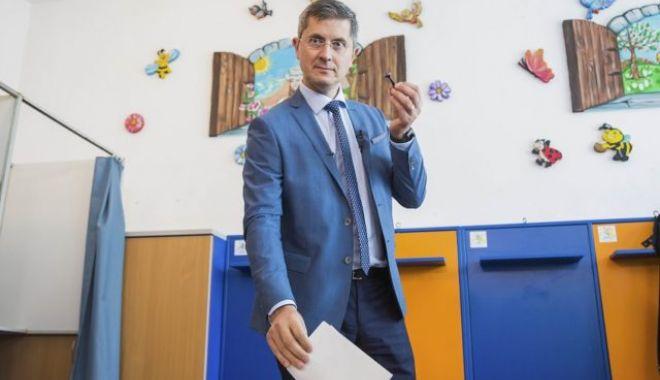 """Foto: """"Voi cere un vot de încredere membrilor partidului. Voi face un pas în spate"""""""