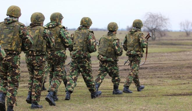 Foto: SGP trecuți de 45 ani, folosiți pentru paza unităților sau ca șoferi în sistemul militar. Toți scafandrii de luptă, în corpul maiștrilor militari