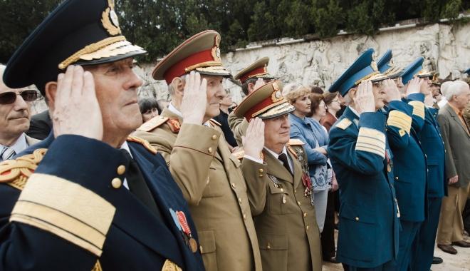 Foto: CAPCANĂ PENTRU MILITARI, ÎN BUGET. Plata sumelor din recalcularea pensiilor militare, amânată până la sfârșitul anului 2017