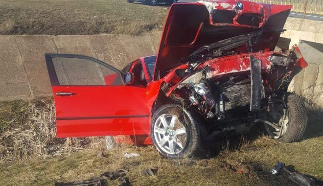 Foto: Mașină făcută praf de un șofer vitezoman!