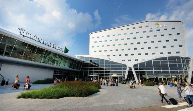 Foto: Români blocați pe aeroportul din Eindhoven