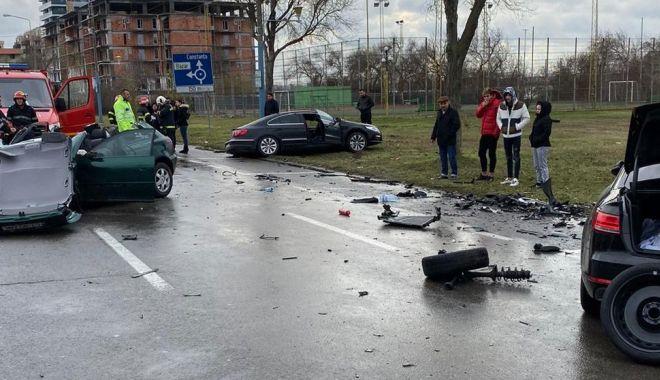 Foto: Accident teribil în Mamaia. Într-una dintre mașini au fost găsite pliculețe ce ar conține droguri