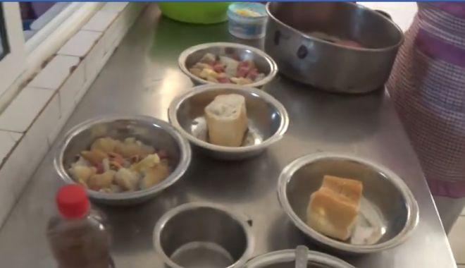 Foto: Imagini cutremurătoare! Cu ce se hrănesc pacienții de la un spital din Călărași