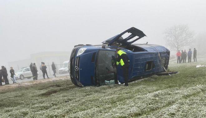 UPDATE! Accident grav la Constanța. Un microbuz răsturnat, două persoane sunt încarcerate - 1-1579072685.jpg
