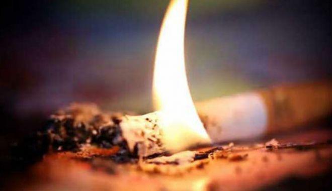Foto: A adormit cu țigara aprinsă… Pompierii nu l-au mai putut salva