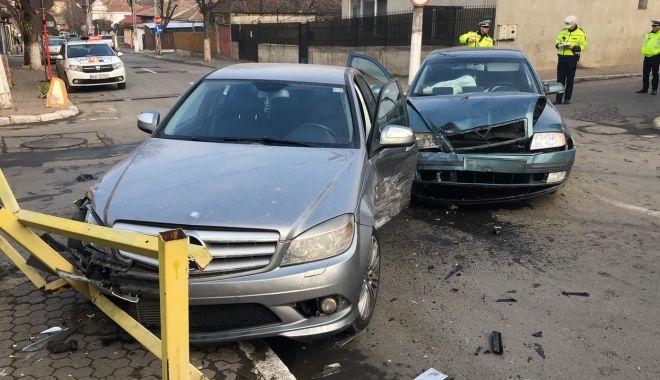 FOTO / RĂNIȚI și mașini FĂCUTE PRAF într-un accident! - 1-1580216595.jpg