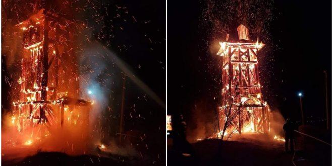 Foto: PIERDERE INESTIMABILĂ! Clopotniță arsă într-un incendiu provocat intenționat