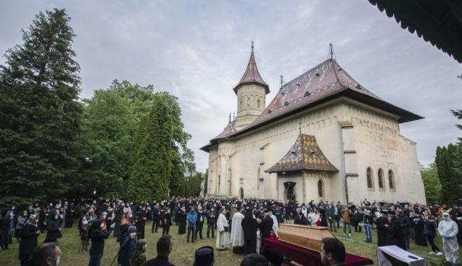 ÎPS Pimen, înmormântat la Mănăstirea Sihăstria Putnei - 1-1590155919.jpg