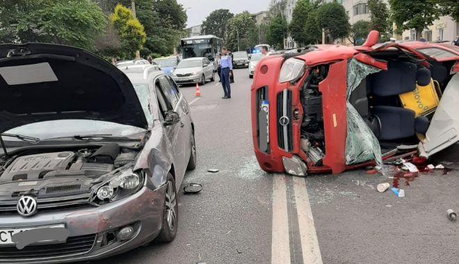 UPDATE/ Accident grav pe strada Soveja. Un autoturism e răsturnat, o victimă inconștientă. GALERIE FOTO/VIDEO - 1-1592575649.jpg