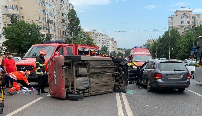 UPDATE/ Accident grav pe strada Soveja. Un autoturism e răsturnat, o victimă inconștientă. GALERIE FOTO/VIDEO - 1-1592576017.jpg