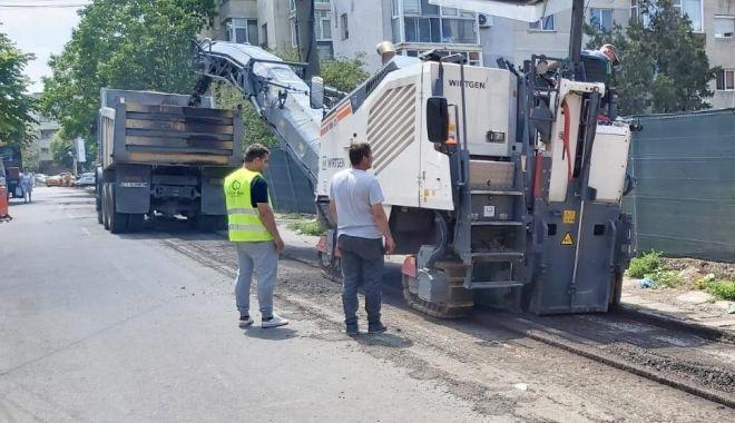 Au demarat lucrările de frezare a carosabilului pe strada Farului - 1-1593693610.jpg