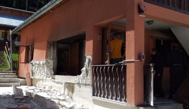 Explozie puternică la o mănăstire din Suceava. Cinci persoane au fost rănite - 1-1593954511.jpg