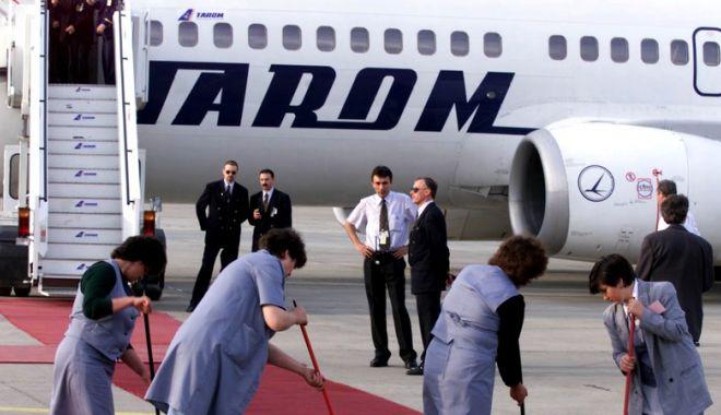 Foto: Doi angajați ai companiei TAROM, testați pozitiv cu coronavirus. Unul din ei s-a infectat pe litoral