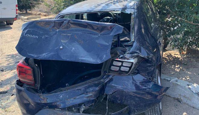 Accident rutier între un microbuz şi o maşină. Sunt două victime - 1-1599578451.jpg