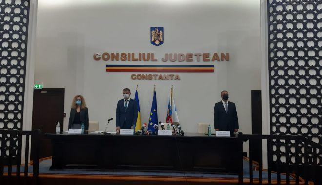 Primarul Vergil Chiţac şi consilierii locali depun jurământul - 1-1603982029.jpg