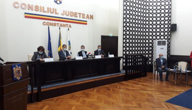 A început ceremonia de învestire a preşedintelui Consiliului Judeţean Constanţa - 1-1603986614.jpg
