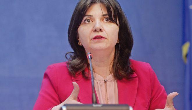 Monica Anisie: Ştiinţa trebuie să fie prioritară atât în educaţia tinerilor, cât şi în viaţa de zi cu zi - 1-1606313713.jpg