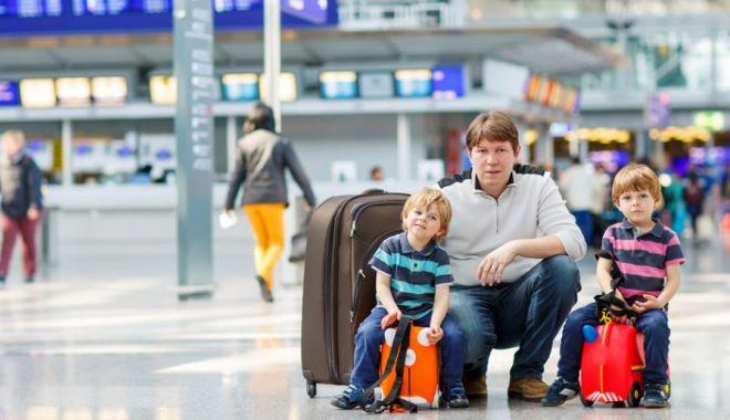 Copiii care călătoresc cu părinții vaccinați în țări cu incidență ridicată vor sta în carantină la întoarce - 1-1611072032.jpg