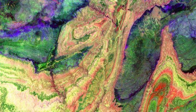 CNN: Imagini spectaculoase făcute de NASA. Cum arată Pământul din spaţiu - 1-1619166827.jpg