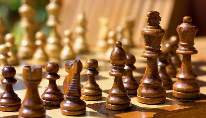 Şah / Profesorul Gheorghe Țintă, noul instructor la șah al Clubului Sportiv Medgidia - 1-1634215237.jpg