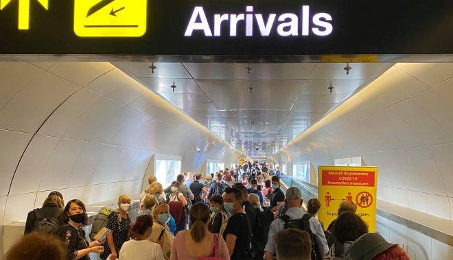 Aeroportul Henri Coandă, aglomerat peste măsură la terminalul sosiri - 10673534110207790125068570370799-1593793206.jpg