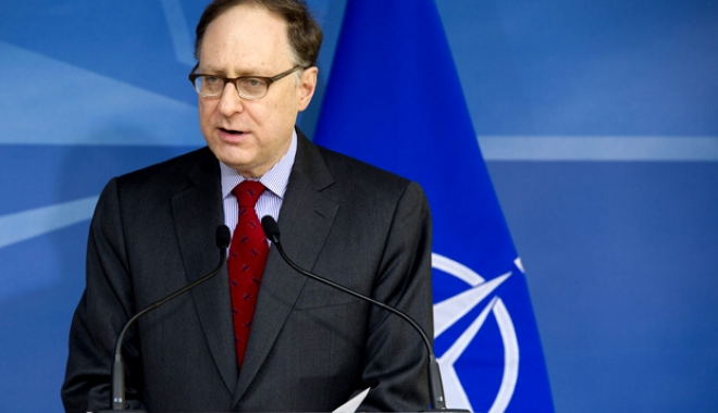 Foto: Secretarul general adjunct al NATO, decorat la Cotroceni