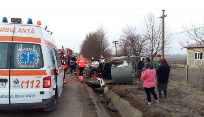 Foto: Au lovit o căruță în drum spre liceu și au ajuns la… spital