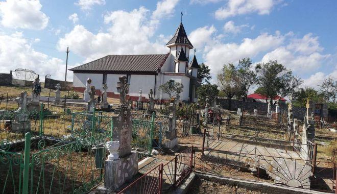 """Foto: IPS Teodosie sfințește biserica """"Sfinții Împărați Constantin și Elena"""""""
