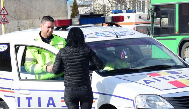 """Foto: Șoferiță fără permis auto, la """"plimbare"""" prin Tuzla!"""