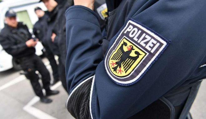 Trei turiști și-au găsit moartea într-o cameră de hotel. Au fost uciși de săgeți trase cu arbaleta - 128850444gehaltpolizistenhp2hdnj-1557742058.jpg