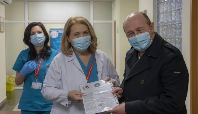 GALERIE FOTO / Traian Băsescu s-a vaccinat - 13911804952103935689784957494444-1610812030.jpg