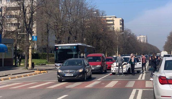 GALERIE FOTO / Accident rutier pe o arteră importantă a Constanței. O femeie a fost rănită - 13aprlapusneanuaccid2-1618312777.jpg