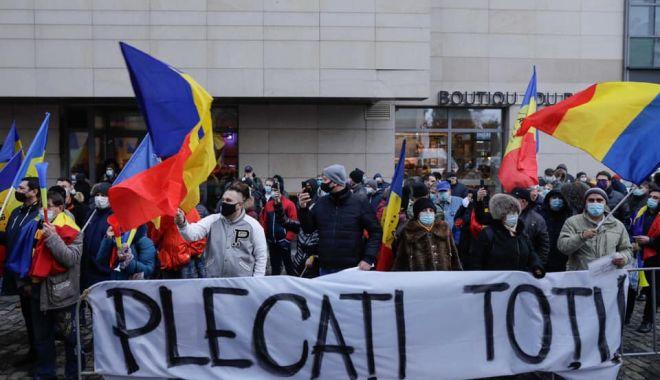 Protest în faţa Ministerului Sănătăţii, organizat de AUR - 14485833239647189135507436282705-1612024114.jpg