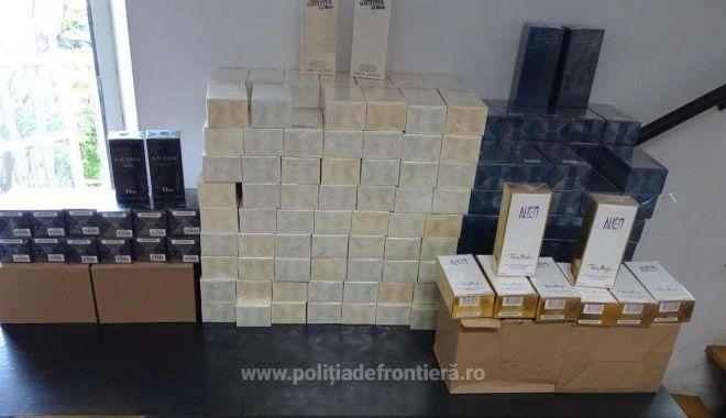 Foto: Mii de parfumuri și articole de îmbracăminte, susceptibile a fi contrafăcute, confiscate