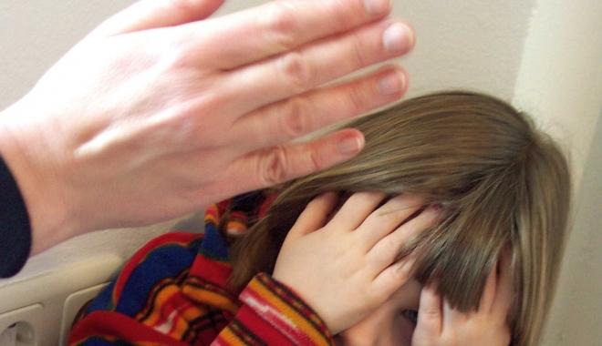 Din ce în ce mai mulți copii din România au reclamat că au fost abuzați, în 2016. Numărul lor este în creștere cu 45 de procente - 160804slapchild-1485181228.jpg