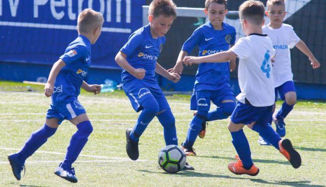 Fotbal / Victorii pe linie pentru echipele Academiei Hagi, în amicalele din week-end - 1623493239905614554593-1623579969.jpg