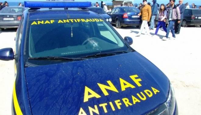 Foto: VIDEO. RUȘINE / Inspectori ANTIFRAUDĂ, amendați pentru că au parcat pe locuri de handicapați