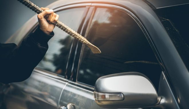 Mașină spartă, în miez de noapte, în Constanța - 18septfurtdinautosursaautovit-1600421085.jpg