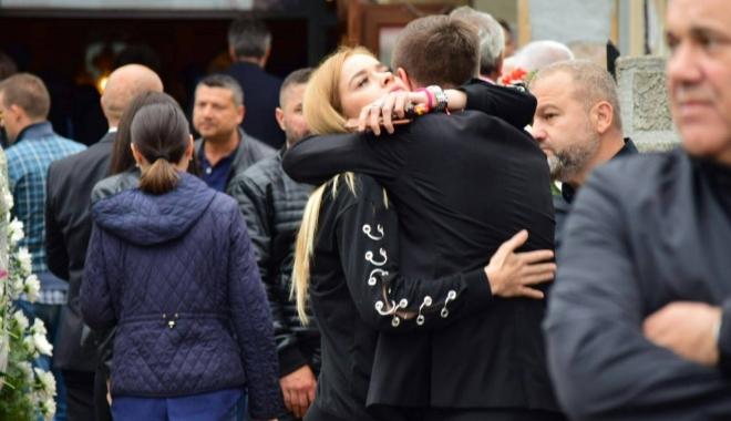 GALERIE FOTO. Puhoi de lume la slujba de înmormântare a fostului primar Ion Ovidiu Brăiloiu - 19048701135445224797484219841908-1496999992.jpg