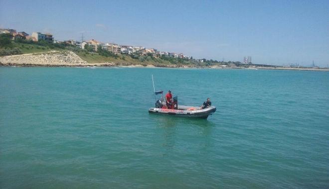 Foto: Fetiță de 11 ani, căutată de scafandri pe plaja din Eforie Nord