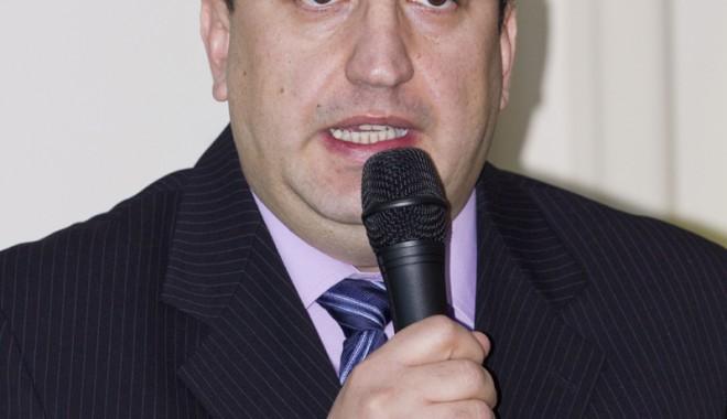 Dănuț Epure, primul economist aspirant la funcția de rector - 1epure-1328129657.jpg
