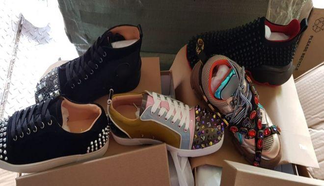 Foto: Container cu pantofi contrafăcuți, reținut în Portul Constanța Sud Agigea