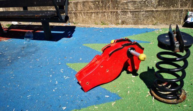 Locuri de joacă vandalizate la Constanța! Primăria depune plângeri penale - 2-1594388978.jpg