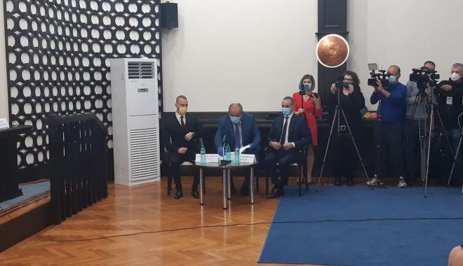 Primarul Vergil Chiţac şi consilierii locali depun jurământul - 2-1603982046.jpg
