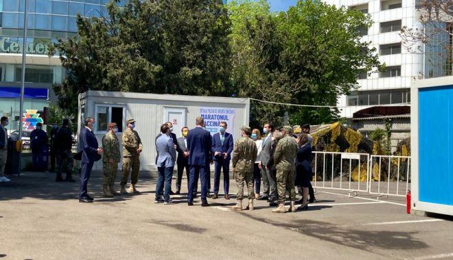 Preşedintele Klaus Iohannis, aşteptat de oficialităţile locale şi judeţene, la Spitalul Militar Constanţa - 2-1620291922.jpg