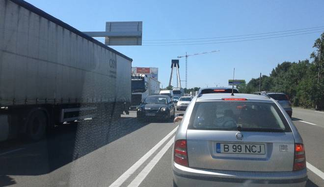 Foto: Trafic de coșmar în Constanța / Poliția este depășită de situație! AMBULANȚĂ BLOCATĂ ÎN COLOANĂ