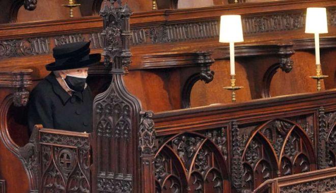 Regina Elisabeta a II-a a stat singură la funeraliile prinţului Philip: - 20210417t142620z449610395rc2qxm9-1618677571.jpg