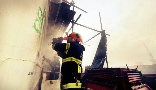 GALERIE FOTO / DETALII de la INCENDIUL VIOLENT din Șantierul Midia - 20maiincendiusursaisudobrogea3-1589956522.jpg