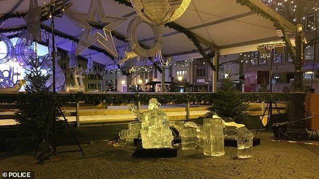 Târg de Crăciun: un copil a fost ucis de o sculptură de gheață care s-a prăbușit peste el - 214304267722175imagea11574668820-1574671867.jpg