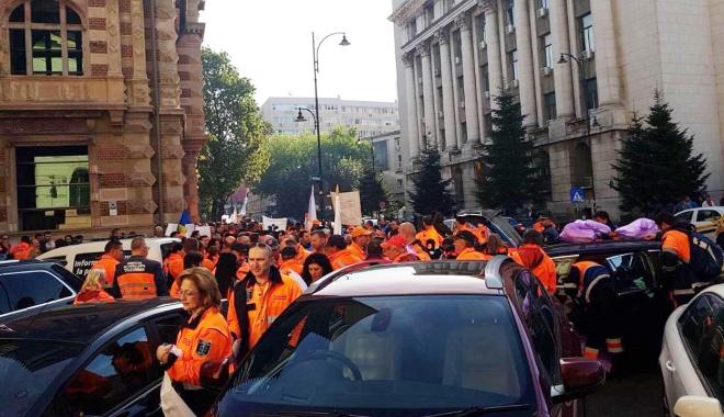 """Foto: GALERIE FOTO / Reprezentanți ai SAJ Constanța, prezenți la mitingul din Capitală. """"Pichetăm sediile ministerelor Muncii și Sănătății"""""""